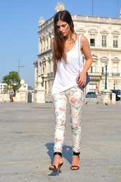 walk with confidence,pants,shoes,t-shirt,bag