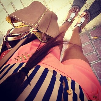 shoes sandals flats bag shorts cute pastel pink shorts silver sandals handbag brown leather bag brown bag jeans crop tops top tank top studs gold stripes shirt brown beautiful summer flat sandals