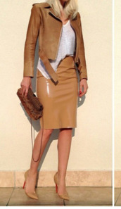 skirt,jacket,camel,perfecto,all nude everything,sunglasses,high waisted skirt,bag,louboutin,chain bag,jelena karleusa,pencil skirt,leather skirt,nude skirt,leather jacket