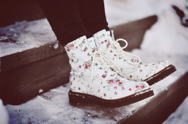 shoes floral flower boots DrMartens wite flowers boots