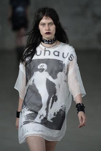 t-shirt r13 top runway model grunge grunge t-shirt ny fashion week 2016 tunic tunic dress oversized t-shirt choker necklace