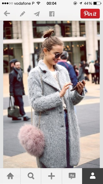 class is internal coat t-shirt jeans shoes bag sunglasses fluffy grey cozy pinterest blue fluffy coat gray coat furry coat furry pouch clutch faux fur fuzzy coat jacket vintage cute tumblr aesthetic grunge hipster winter outfits winter coat faux fur jacket vintage pullover aesthetic tumblr furry bag blue coat round sunglasses pink bag chain bag