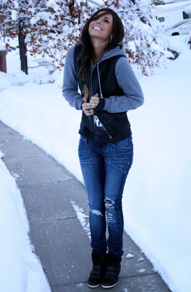 jeans girl winter outfits grey scenery teen smiling brown hair skinny jeans blue skinny jeans ripped jeans grey and black jacket season black shoes skater skater style unique happy fashionable outfit ootd hoodie denim blue denim jeans blue denim ripped denim jeans ripped denim