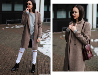 the fashion cuisine blogger white jeans grey sweater winter coat