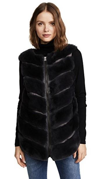 Cara Mila vest jacket