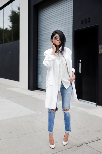walk in wonderland blogger white coat ripped jeans white shirt casual