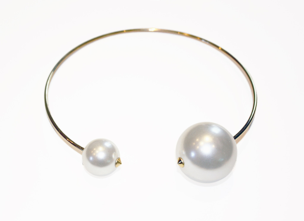 Pearl choker with spikes