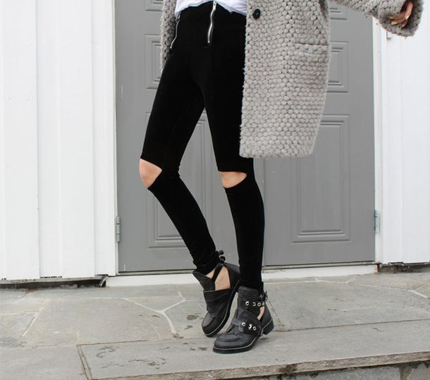 Black Skinny Jeans with Ripped Knee | Choies