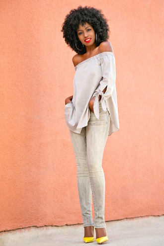 blogger jeans shoes grey jeans off the shoulder grey top yellow black girls killin it