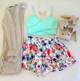 short shorts cardigan jewels shoes top fleur fleurie collier bleu