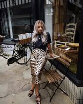 shoes,mid heel sandals,straps,midi skirt,leopard print,black t-shirt,chain necklace
