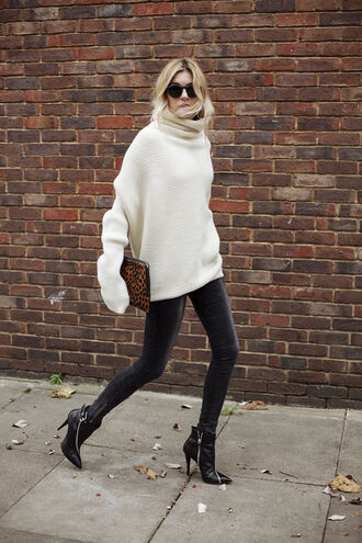 camille over the rainbow blogger oversized turtleneck sweater winter sweater skinny jeans jeans shoes sweater bag printed pouch animal print bag big sweaters turtleneck sweater turtleneck black jeans black sunglasses high heels boots black boots boots fall outfits white oversized sweater