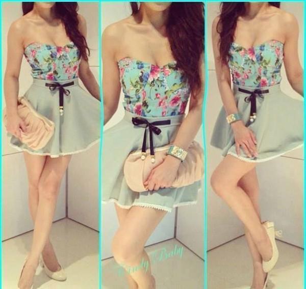 t-shirt floral skirt
