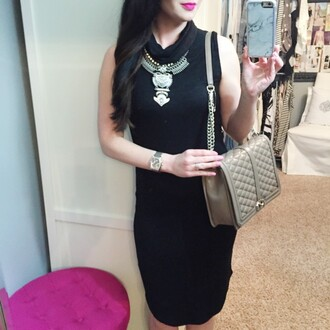 the double take girls blogger jewels t-shirt black dress nude bag beige statement necklace