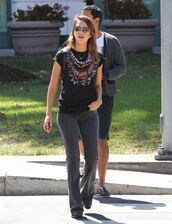 top,jessica alba,fall outfits,t-shirt