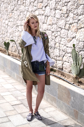 ohh couture,blogger,bag,jewels,long sleeves,bell sleeves,khaki,denim shorts,flats,white top,white blouse