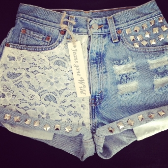 High waisted denim short destroyed with studs.