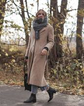 shoes,ankle boots,black boots,leather boots,long coat,wool coat,jeans,cropped jeans,shoulder bag,knitted scarf