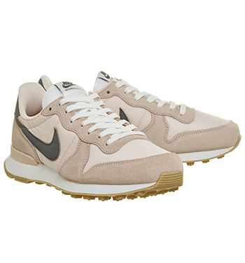 sale retailer 7a170 27b69 Nike Nike Internationalist Sunset Tint Cool Grey Summit White - Hers  trainers