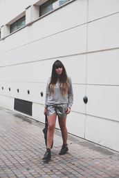 fringe and frange,shorts,shoes,bag