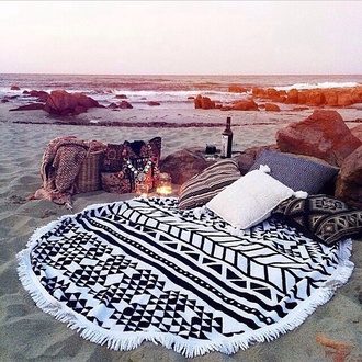 blanket pillow bedding lifestyle travel beach house romantic weekend escape beach party lelaan lelaan store boho fringes black and white tribal pattern beach aztec pattern sweater home accessory blanket & pillow round beach towel black white