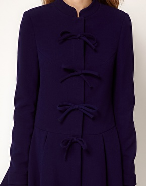 Manteau avec nœuds sur le devant chez asos