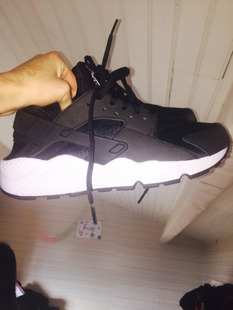 shoes black sweater black sneakers sneakers huarache