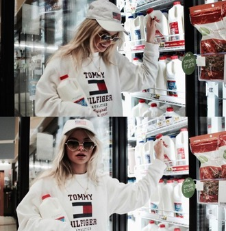 sweater white tommy hilfiger hoodie cap sunglasses sweatshirt girl streetstyle