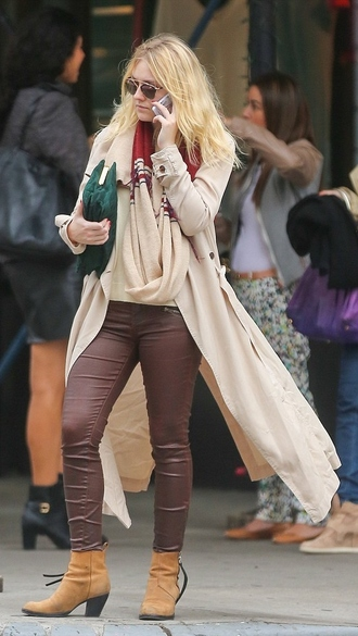 coat pants fall outfits dakota fanning trench coat
