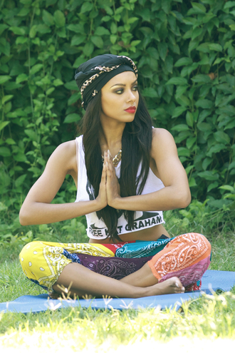 pants bandana print african american red lipstick kat graham joggers cropped crop tops lazy day turban shirt hair accessory