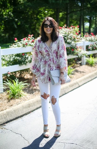 life & messy hair blogger shoes jeans bag jewels sunglasses casual friday white jeans ripped jeans flats floral top tunique tunic clutch long sleeves