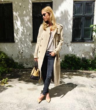 look de pernille blogger jeans trench coat beige coat classy