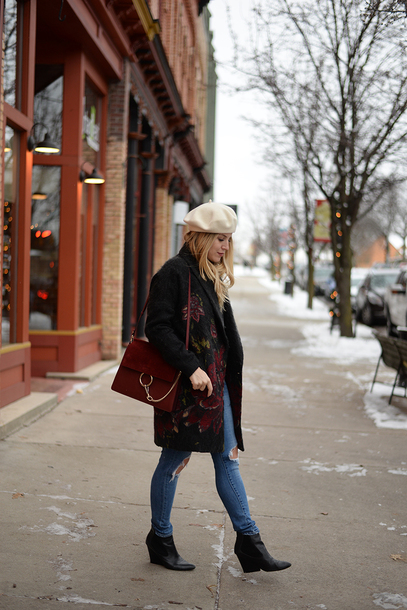 blonde bedhead blogger coat hat beret bag red bag ankle boots winter outfits