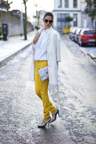 from brussels with love blogger skinny pants yellow white coat silver shoes