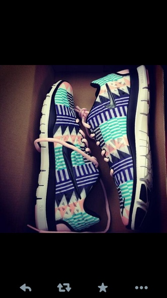 shoes nike tribal pattern bag nike free run aztec nikes aztec tribal/ aztec pattern nike free runs tribal shoes running nike running shoes nike tribal shoes fitness gym everything you want nike blue shoes roshe