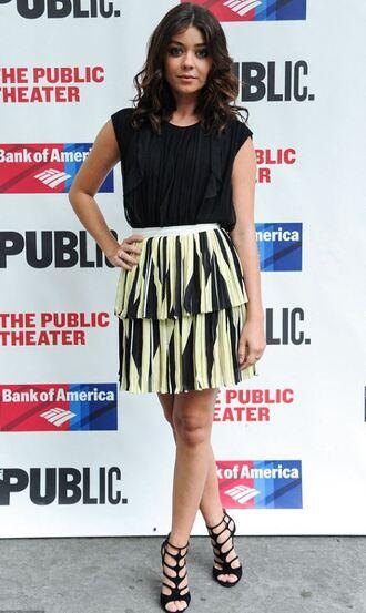 skirt top sandals sarah hyland pleated skirt black and white mini skirt