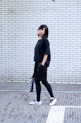 lovely by lucy blogger black t-shirt oversized t-shirt