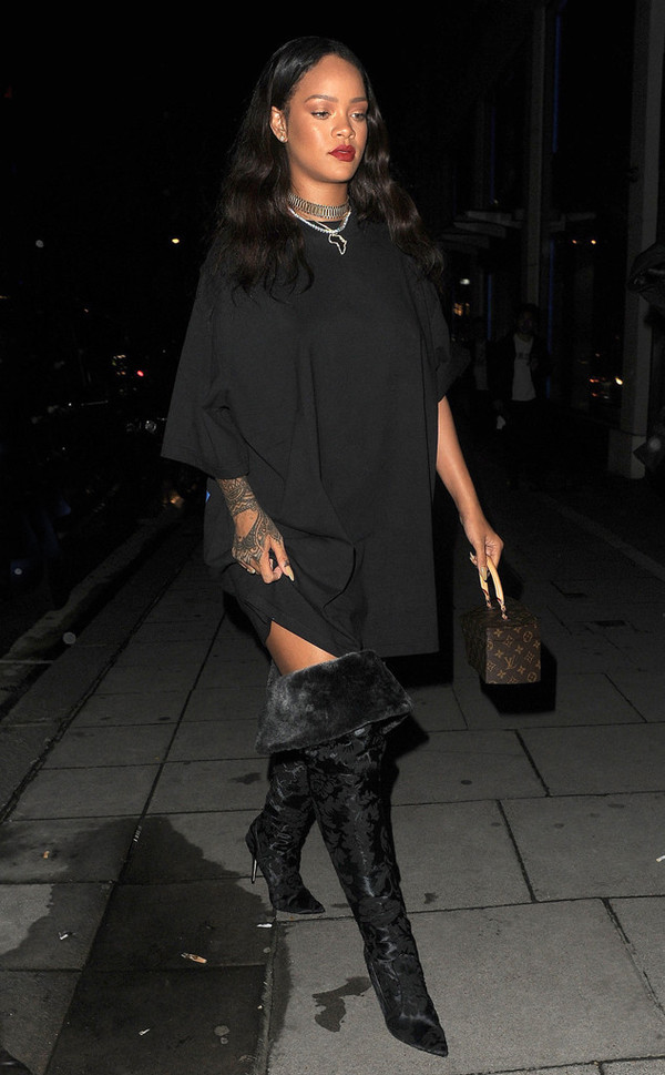 dress boots over the knee boots all black everything rihanna necklace oversized tunic dress tunic purse bag jewels choker necklace rihanna style rihanna jewelry silver choker celebrity style celebstyle for less All black  outfit
