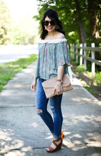 life & messy hair blogger top sunglasses jeans jewels bag shoes cardigan