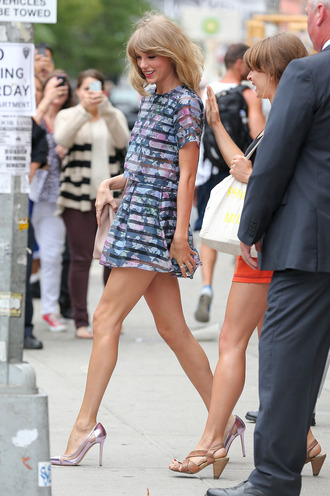 top floral outfit striped outfit matching two-piece skirt streetstyle taylor swift candid new york city the giver shoes