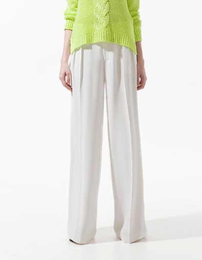 Fit trousers with pleats