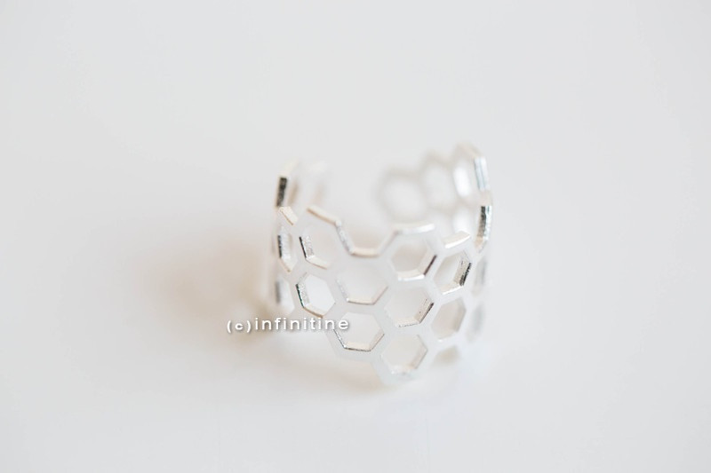 Adjustable royal jelly ring