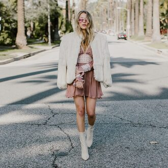 hustle and halcyon blogger dress coat shoes pink dress fur coat boots white boots white fur coat