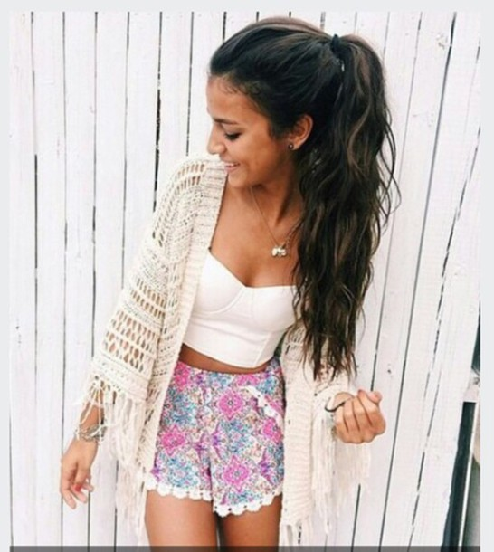 cardigan white kimono pompom shorts bethany mota shorts top wholeoutfits blouse crop tops necklace flowers girl outfit purple blue style fashion floral high waisted shorts white crop tops white cardigan earphones exotic pink turkuise ruffle knit white lace trimmed shorts white lace floral shorts colourful shorts shirt white top