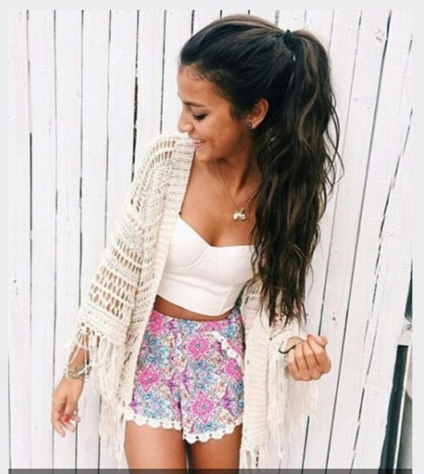 cardigan white kimono pompom shorts bethany mota shorts top wholeoutfits blouse crop tops necklace summer white top flowered shorts with lace on ends shirt flowers girl outfit purple blue style fashion boho crochet floral high waisted shorts white crop tops white cardigan earphones exotic pink turkuise ruffle knit white lace trimmed shorts white lace floral shorts colourful shorts