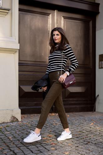 simple et chic blogger pants bag jacket adidas shoes