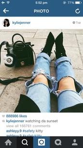 jeans,kylie jenner,ripped jeans,shoes,black,heels,kardashians,instagram,kyliejenner jeans cute blue jeans,blue jeans,pants
