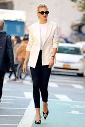 jeans,karlie kloss,black and white,celebrity,work outfits,jacket,blazer,white blazer