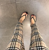 pants,girly,girl,girly wishlist,tumblr,tumblr outfit,tumblr girl,plaid pants,plaid,burberry,burberry style