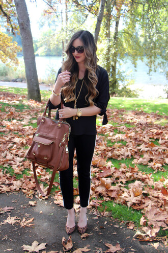 looks like rein blogger brown leather bag black blouse